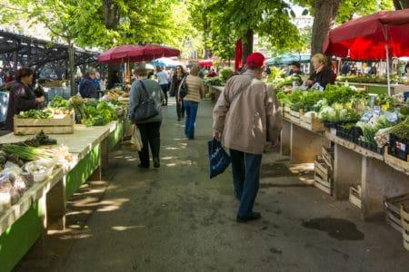 Vente de fruits et légumes sur les marchés